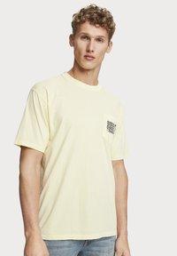 Scotch & Soda - WASHED ARTWORK - T-shirt print - bamboo yellow - 1