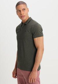 Scotch & Soda - CLASSIC CLEAN - Polo shirt - military melange - 0