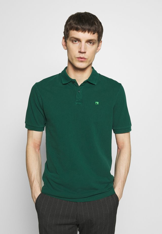 CLASSIC GARMENT DYED  - Polo shirt - canopy green