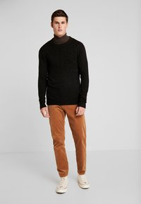 Scotch & Soda - CLASSIC CREWNECK PULL WITH NEPS - Neule - black - 1