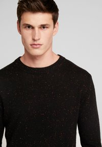 Scotch & Soda - CLASSIC CREWNECK PULL WITH NEPS - Neule - black - 3