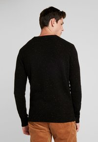 Scotch & Soda - CLASSIC CREWNECK PULL WITH NEPS - Neule - black - 2