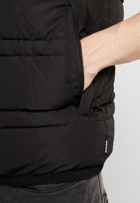 Scotch & Soda - CLASSIC HOODED QUILTED BODYWARMER - Chaleco - black - 4