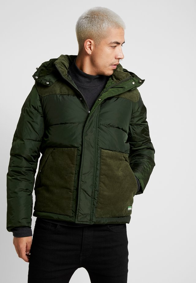 QUILTED JACKET WITH CONTRAST YOKE - Jas - military
