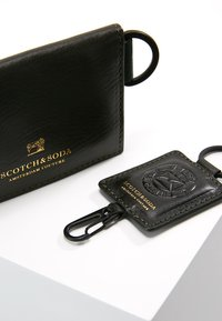 Scotch & Soda - GIFT BOX WITH FOLDED CARD WALLET AND KEY RING - Peněženka - combo - 6