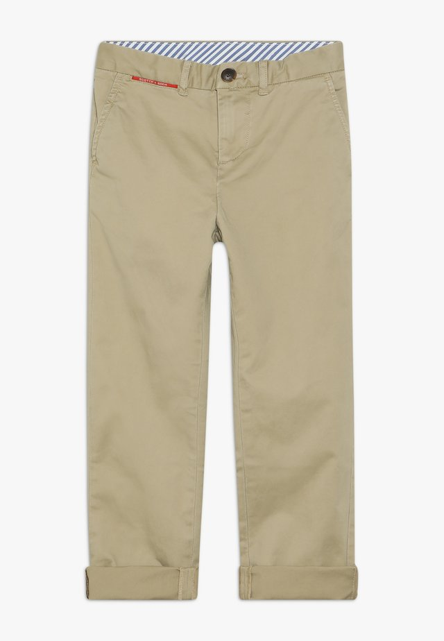 WIDER FIT CHINO IN PEACHED QUALITY - Chinos - sand