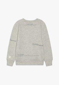 Scotch & Soda - CLUB NOMADE BASIC CREW WITH ARTWORKS - Sweatshirt - light grey melange - 1
