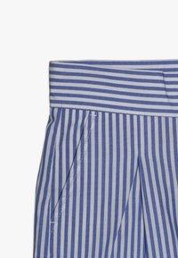 Scotch & Soda - WITH RUFFLE - Shorts - blue/white - 2