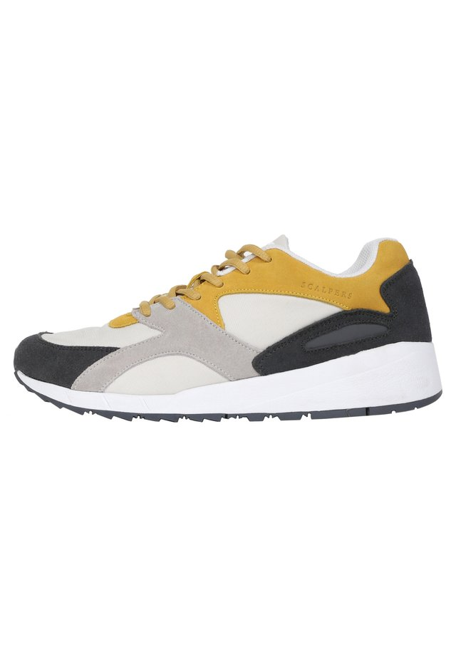 Trainers - mustard