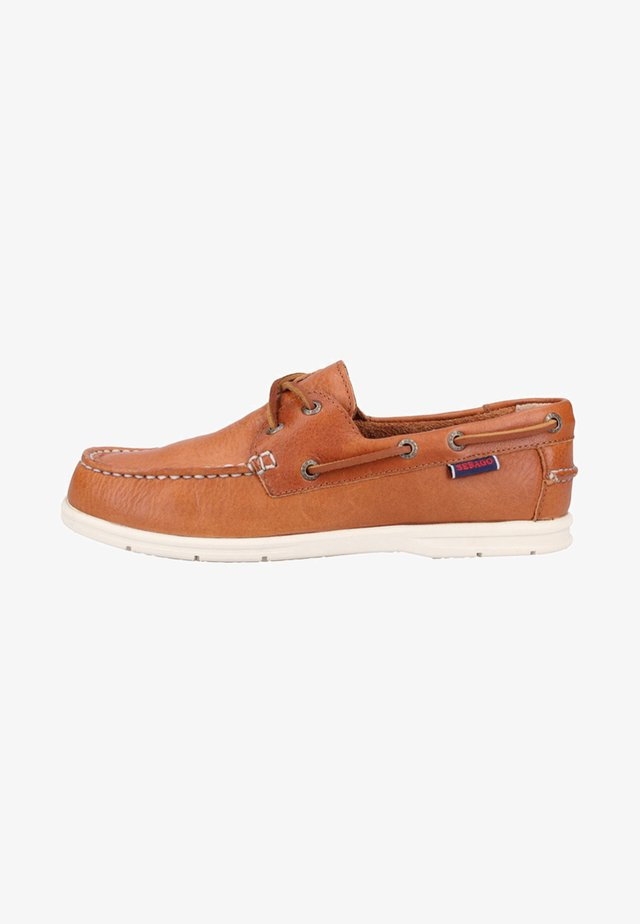 Boat shoes - brown tan