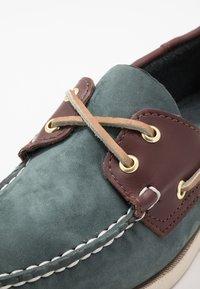 Sebago - DOCKSIDES PORTLAND SPINNAKER  - Chaussures bateau - blue navy/dark brown - 5