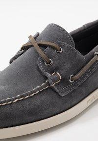 Sebago - DOCKSIDES PORTLAND - Chaussures bateau - dark grey - 5
