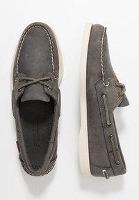 Sebago - DOCKSIDES PORTLAND CRAZY HORSE - Chaussures bateau - dark grey - 1