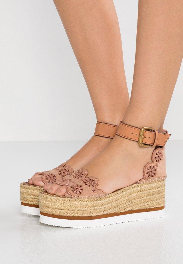 Sandalen met plateauzool - cipria/sierra