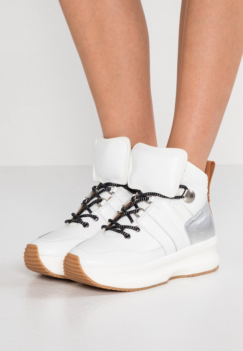 See by Chloé - Sneakersy wysokie - white