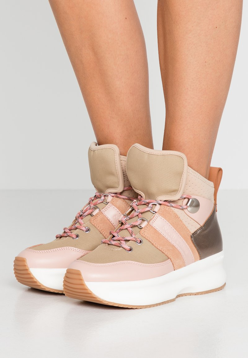 See by Chloé - Sneakersy wysokie - light pink