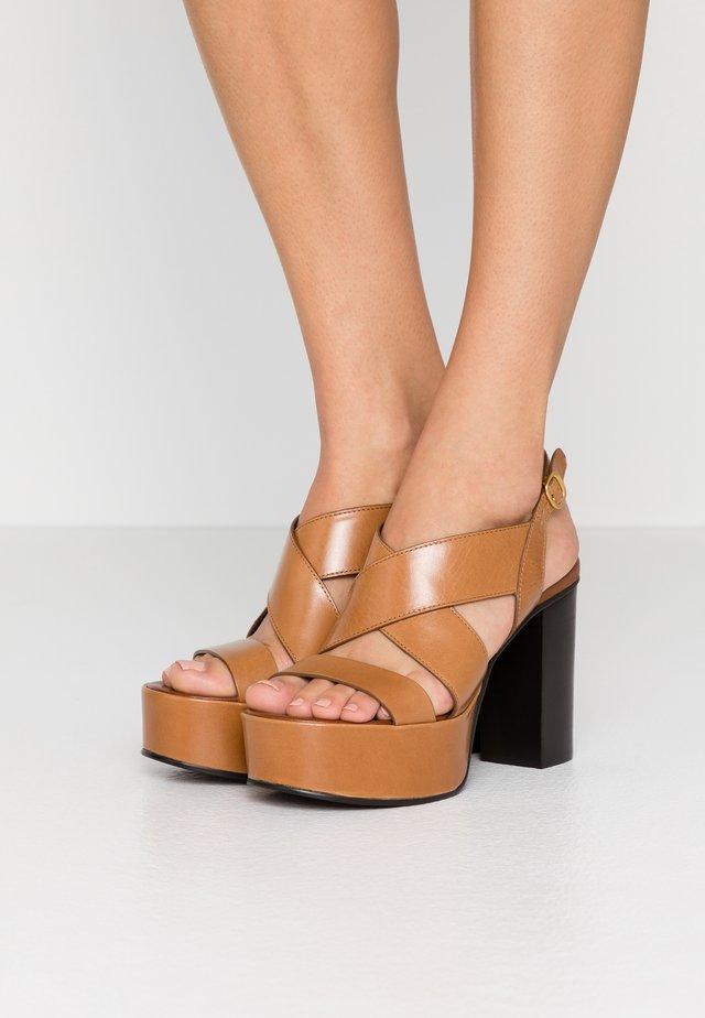 Sandalen met hoge hak - cognac