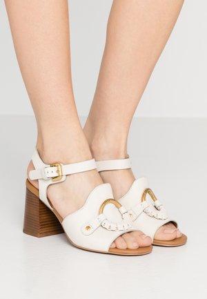 Sandály na vysokém podpatku - gesso