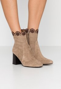 See by Chloé - Bottines - taupe - 0