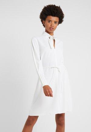 Denní šaty - iconic milk