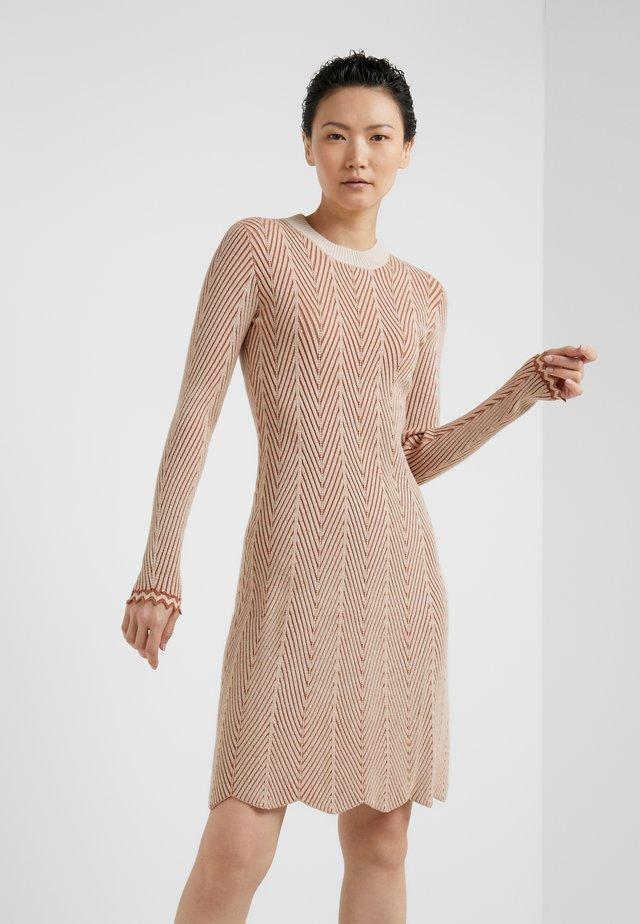 Strikket kjole - multicolor