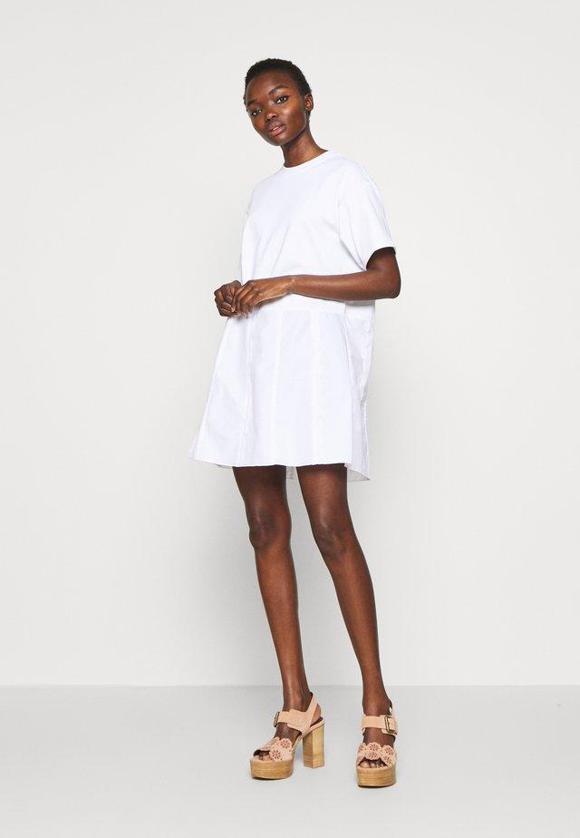 Vestido informal - white powder