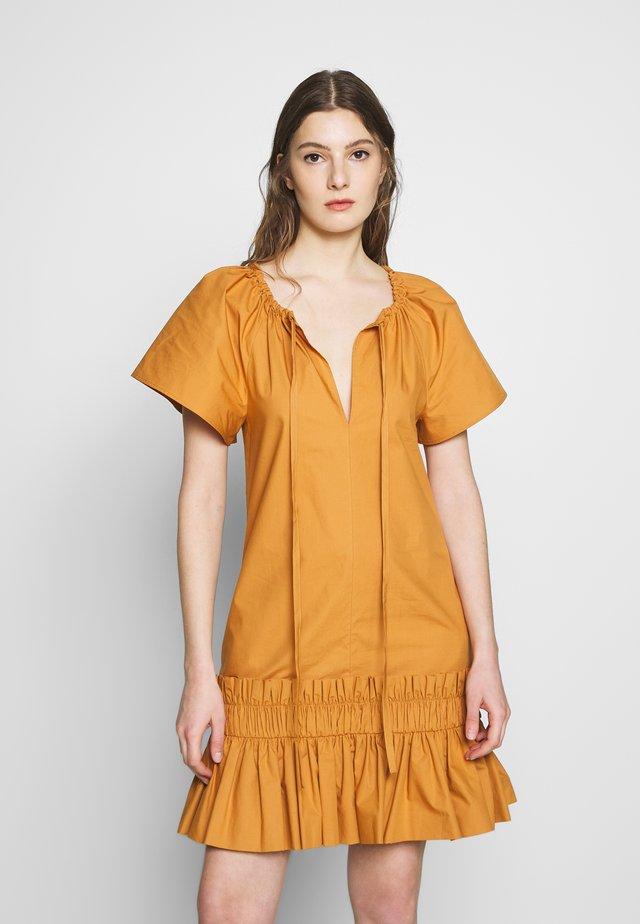 Korte jurk - peanut butter