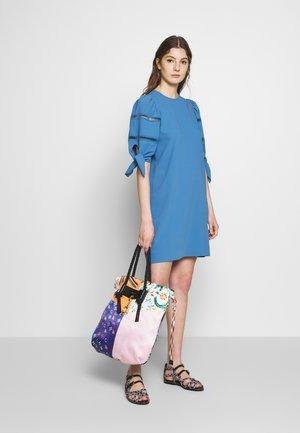 Korte jurk - riverside blue