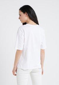See by Chloé - T-shirt z nadrukiem - white/ powder - 2