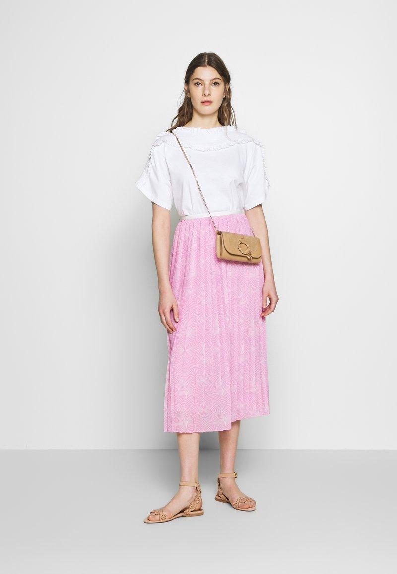 See by Chloé T-shirts med print - white powder