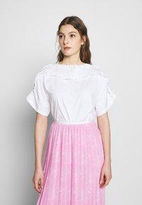 See by Chloé - Print T-shirt - white powder - 0