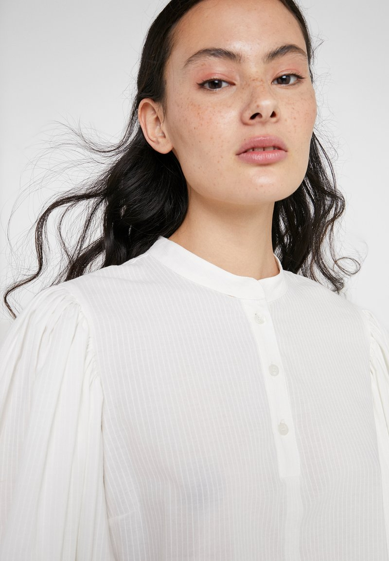 See by Chloé Bluser - iconic milk