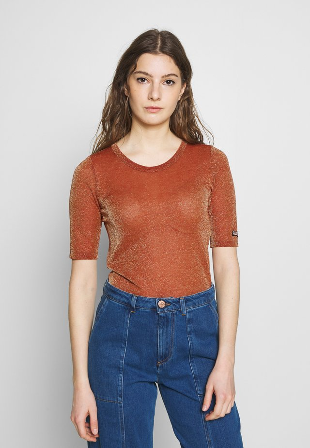 T-Shirt print - misty red