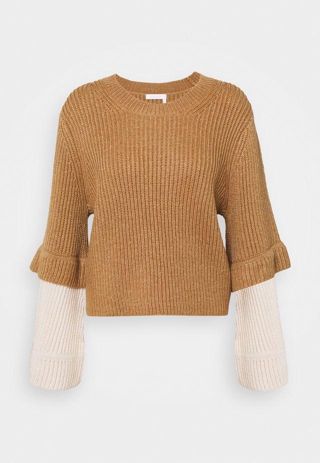 Stickad tröja - brown/white
