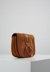 See by Chloé - HANA SMALL - Across body bag - caramello - 3