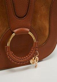 See by Chloé - HANA SMALL - Across body bag - caramello - 6