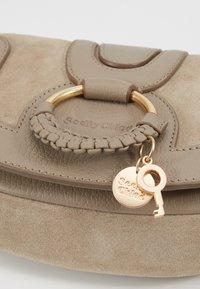 See by Chloé - HANA MINI - Across body bag - motty grey - 6