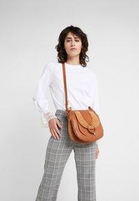 See by Chloé - HANA SMALL - Handbag - caramello - 1