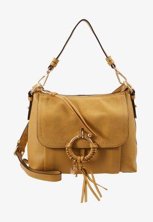 JOAN - Handtasche - burnt yellow