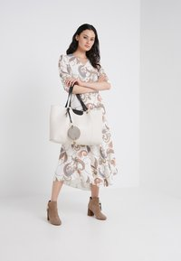 See by Chloé - MARTY - Shoppingveske - cement beige - 1