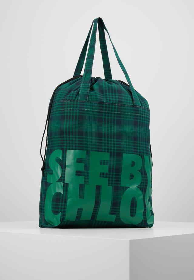 MEDIUM SHOPPING BAG - Handväska - nightfall green