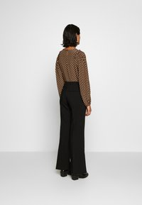 Second Female - HONNY TROUSERS - Pantalones - black - 2