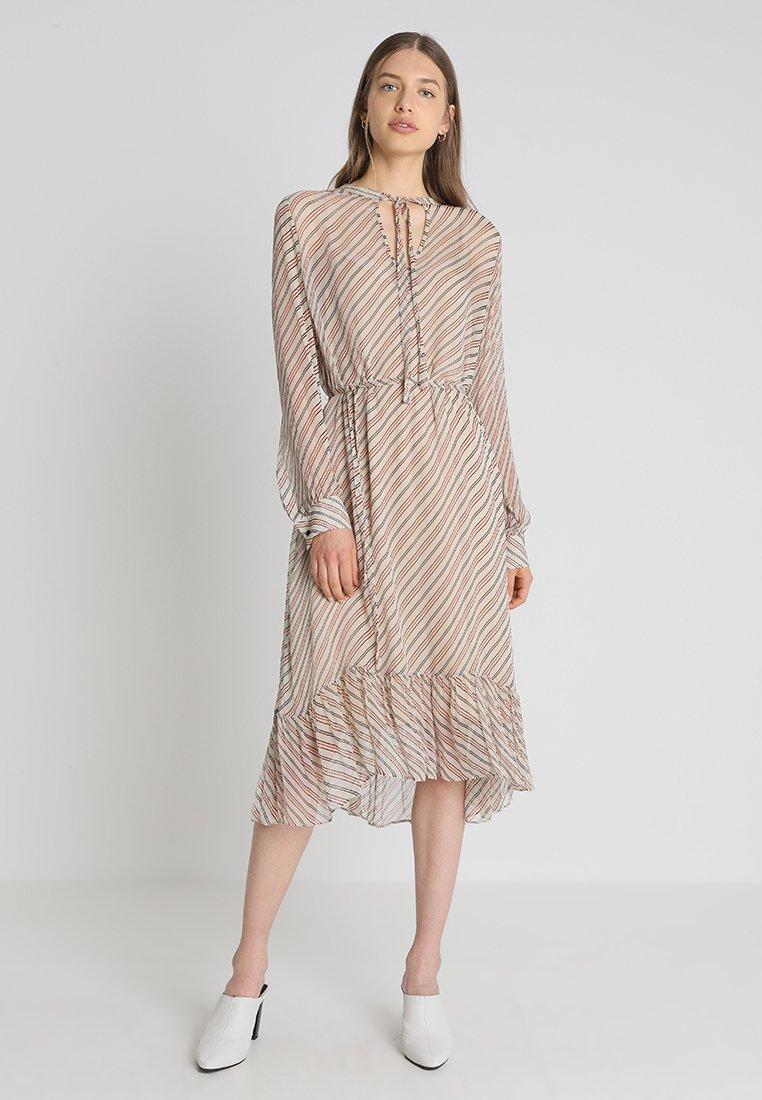 Second Female - MOLIN DRESS - Freizeitkleid - brazilian sand