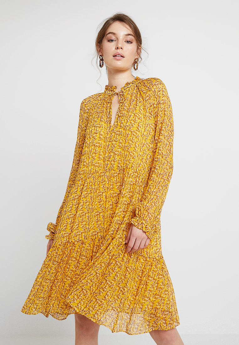 Second Female - BRANCH MIDI DRESS - Kjole - daffodil