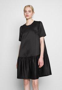 Second Female - STARBORN DRESS - Vardagsklänning - black - 0