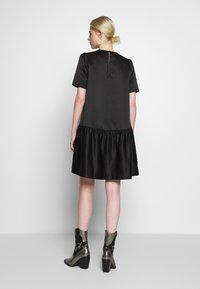 Second Female - STARBORN DRESS - Vardagsklänning - black - 2