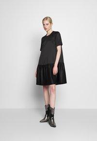 Second Female - STARBORN DRESS - Vardagsklänning - black - 1