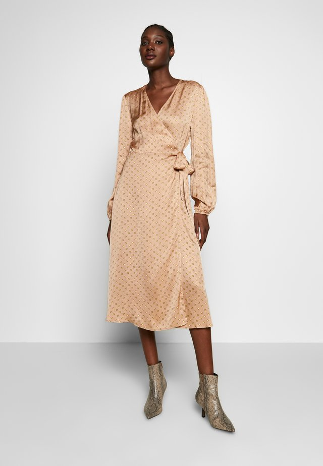 BERRI WRAP DRESS - Korte jurk - praline