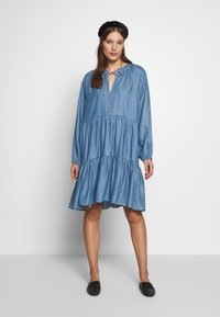 Second Female - DRESS - Vardagsklänning - blue denim - 0