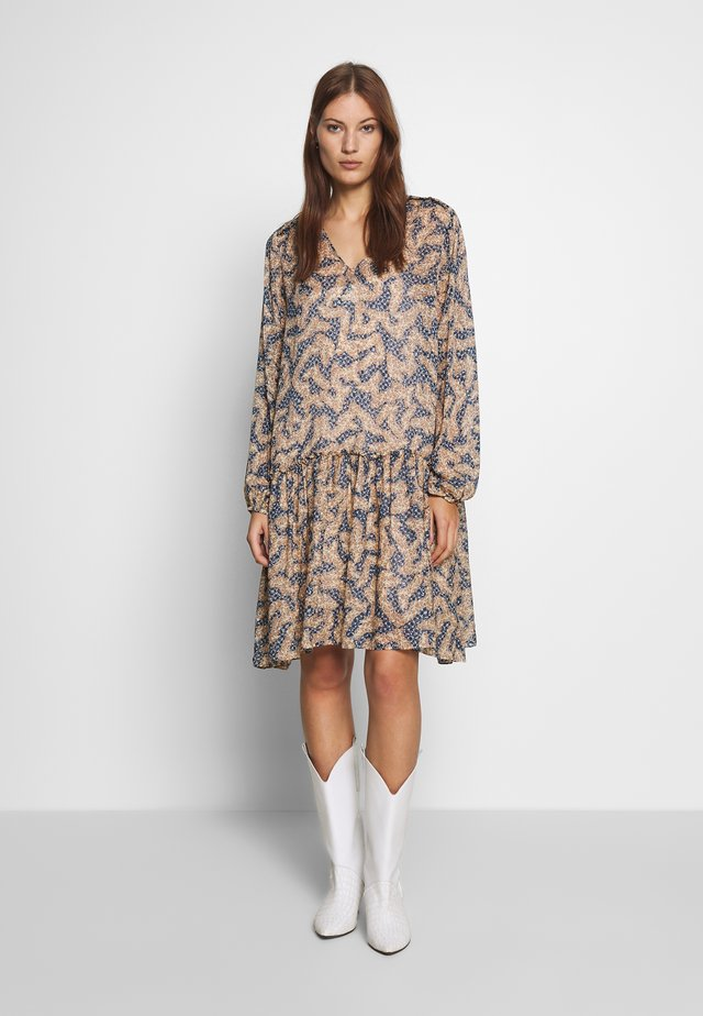 WILDLY SHORT DRESS - Korte jurk - creme de peche